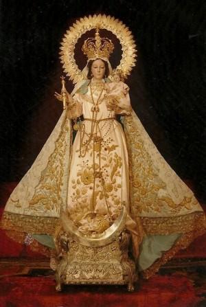 Vista de la imagen completa de la Virgen del Rayo.