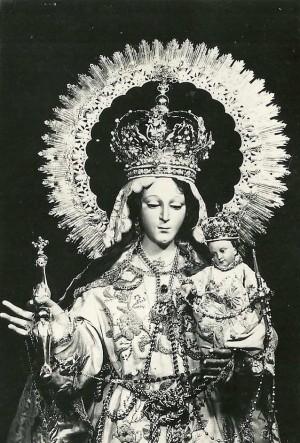 Fotografía antigua del busto de la venerada imagen.