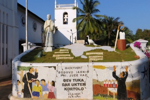 Monumento al Santo en Vasco Church Square, Goa