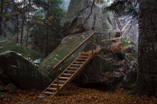 Vista del acceso a la cueva donde vivió la Santa, en Sihla (Rumanía).