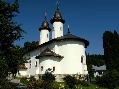 Vista de la iglesia del monasterio de Varatec (Rumanía), donde se santificó San José de Varatec.