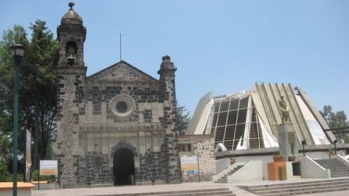 """Ermita y Santuario del """"Cerrito"""" en Cuauhtitlán, Estado de México, construidos sobre los vestigios de la que fuera la casa de San Juan Diego."""