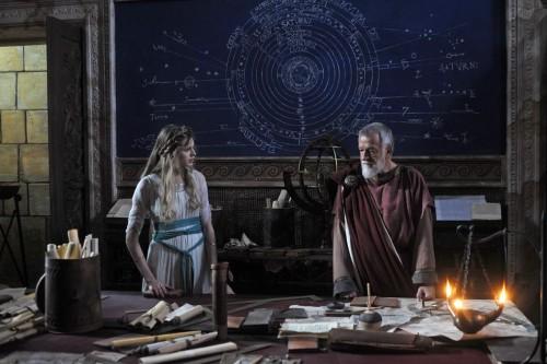 Bárbara en la escuela de astronomía del maestro Policarpo (Luciano Virgilio).