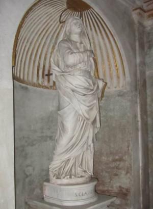 Estatua de Santa Claudia, obra de G. Peroni. Basilica de los Doce Apóstoles, Roma (Italia). Fotografía: Alvaro de Alvariis.