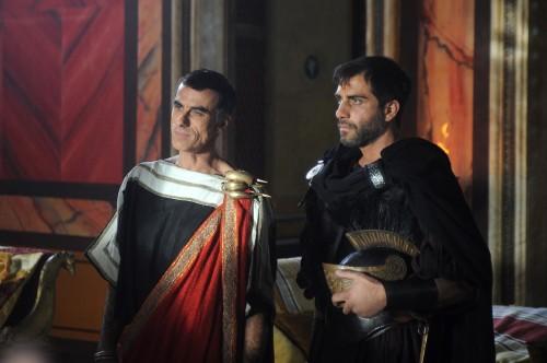 Los actores italianos Thomas Trabacchi (izqda.) y Simone Montedoro (dcha.) interpretan al prefecto Marciano y su lugarteniente Claudio, respectivamente.