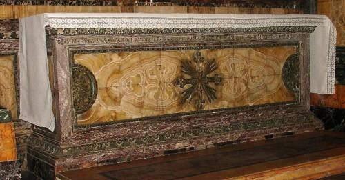Altar-sepulcro de las Santas Claudia, Eugenia y doce mártires más. Capilla de San Antonio en la Basílica de los Doce Santos Apóstoles, Roma (Italia).
