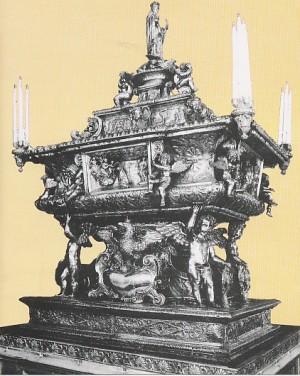 Vista de la artística urna que guarda las presuntas reliquias de la Santa.