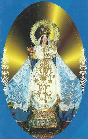 Otra vista completa de la imagen de la Virgen.