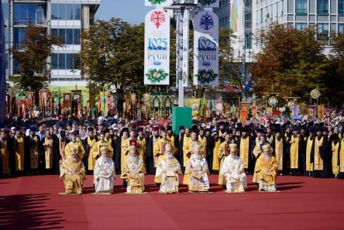 Concelebración de Patriarcas Ortodoxos con motivo del 1025 aniversario de la cristianización de la Rus'. Preside el patriarca de Jerusalén.