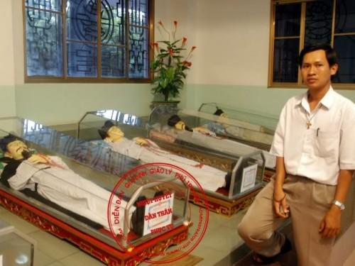 Simulacros de santos mártires vietnamitas.