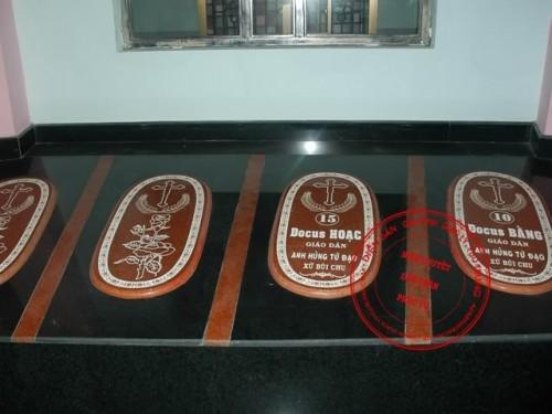 Reliquias de dos santos mártires vietnamitas.