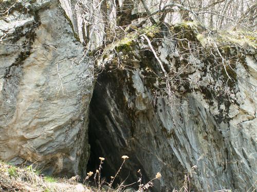 Vista de la cueva donde vivió el Santo anacoreta.