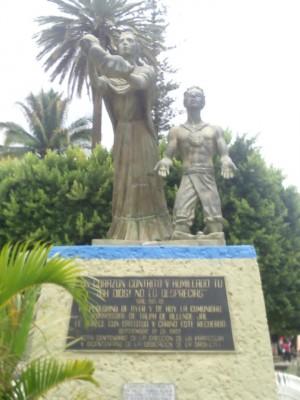 Vista del Monumento al Peregrino, en el camino del Santuario de Talpa.