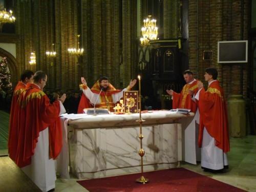 Concelebración en ritos bizantino y latino conmemorando a los mártires.