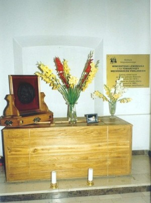 Sepulcro de los mártires en su santuario de Pratulin.
