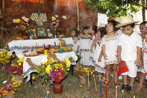 Altar de Janal Pixán en Yucatán dedicado a los niños difuntos.