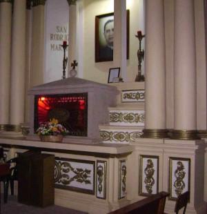 Vista del sepulcro del Santo en la parroquia de Ejutla, México.