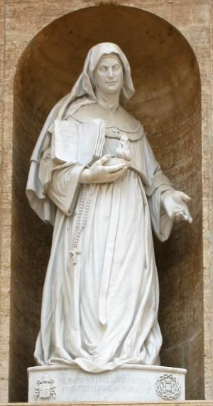 Escultura de la Santa en el exterior de la Basílica de San Pedro del Vaticano, Roma (Italia).