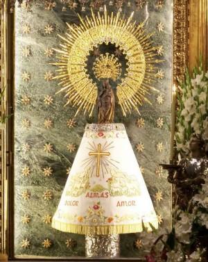 Imagen de la Virgen del Pilar. Basílica del Pilar, Zaragoza (España).