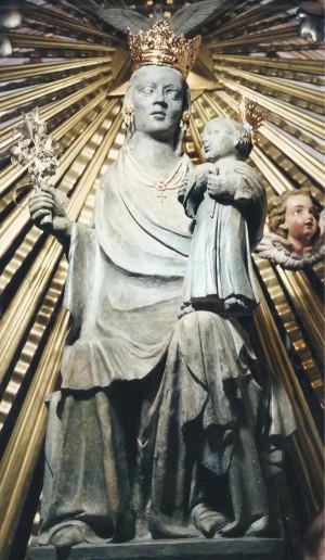 Imagen de la Virgen del Don, patrona de Alfafar, Valencia (España).