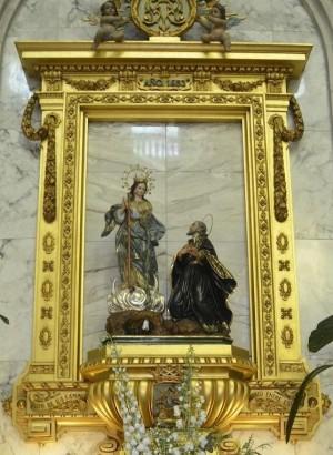 Conjunto escultórico de la Virgen de los Lirios y San Felipe Neri. Iglesia de San Mauro y San Francisco de Asís, Alcoi, Alicante (España).