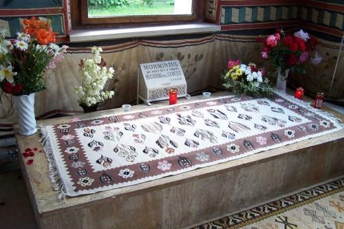 Primera tumba del Santo en el monasterio de Tismana (Rumanía).