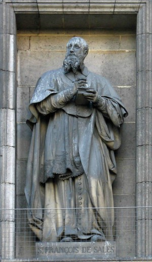 Escultura del Santo en la iglesia de la Magdalena de París, Francia.