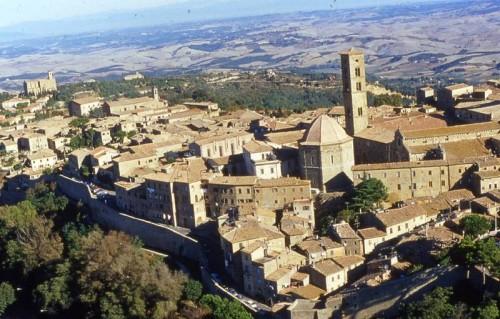 Panorámica de la ciudad toscana de Volterra (Italia), presunta patria natal del Santo.
