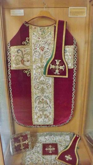 Ornamentos utilizados por el santo. Palacio de Justicia de Chámbery, Saboye, Francia.