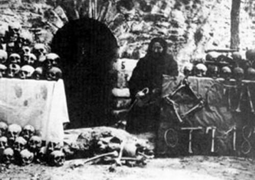 Foto antigua de la matanza de Batak.