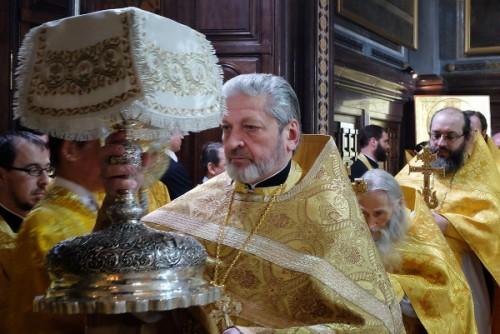 Procesión de las ofrendas hacia el altar.