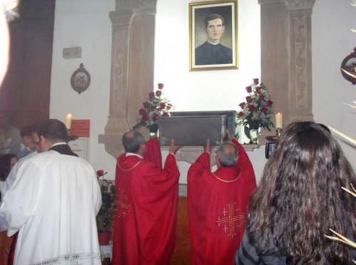 Urna con las reliquias del Beato Fulgencio Martínez García en la parroquia de Ribera de Molina (Murcia).