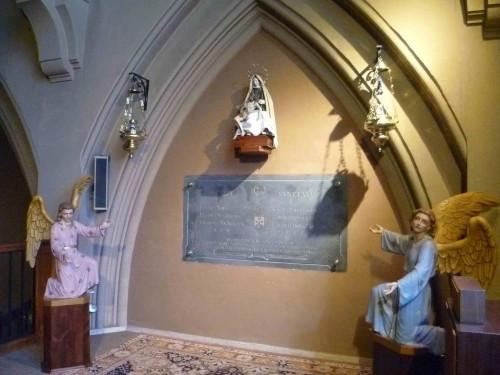 Sepulcro de los Beatos mártires carmelitas en su convento de Tarragona, España.