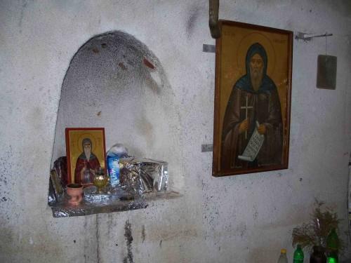 Oratorio en la cueva donde vivió San Kendeas.