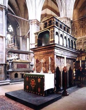 Sepulcro de San Eduardo el Confesor. Al fondo, sepulcro del rey Enrique III. Abadía de Westminster, Londres (Reino Unido).