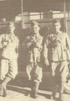 El Beato fotografiado de soldado (dcha.) en octubre de 1941 en Trieste, italia.
