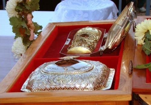 Relicario del Santo -mano derecha y cráneo- venerado en Craiova (Rumanía).