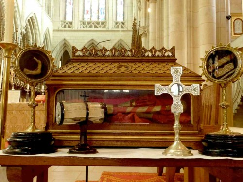 Reliquias de los Santos mártires Ambrosio Barlow y Juan Roberts en la abadía de Downside; Inglaterra.