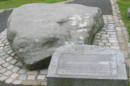 Supuesta tumba del Santo en la catedral de Downpatrick, Irlanda del Norte.
