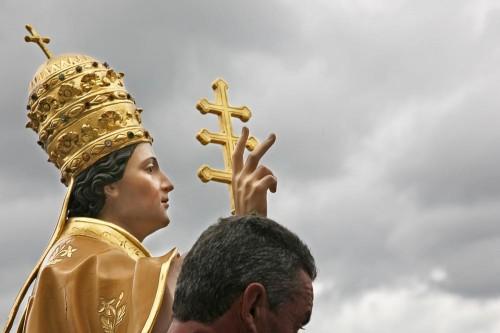 Detalle de la escultura del Santo venerada en Cairano (Italia).