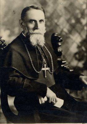 Fotografía de Luis Versiglia en su atuendo de obispo.