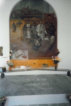 Mural contemporáneo y sepulcro del Beato.