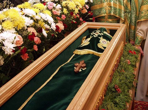 Vista del ataúd con las reliquias del Santo, el día de su canonización.