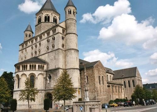 Colegiata de Santa Gertrudis en Nivelles, Bélgica.