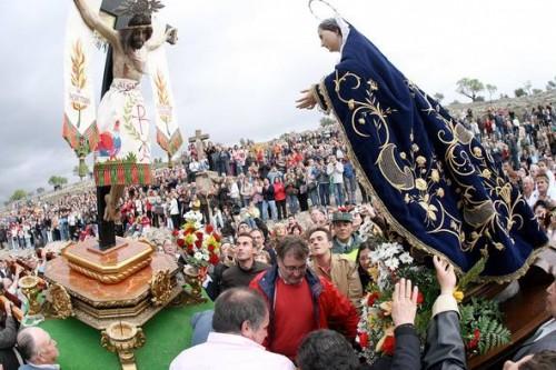Encuentro del Cristo con la Virgen Dolorosa. Fuente: www.laverdad.es.