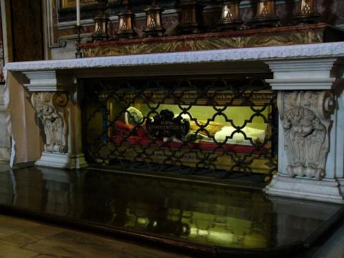 Urna donde estaba el cuerpo del Beato. Basílica de San Pedro del Vaticano, Roma (Italia).