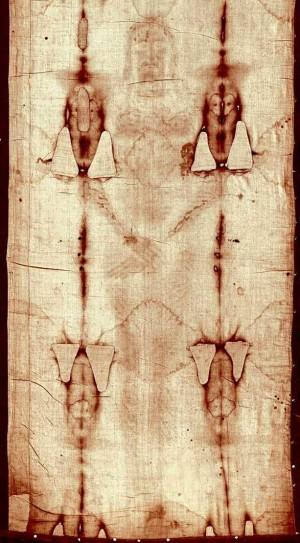 La Sábana Santa o Síndone, venerada en Turín (Italia) constituye la prueba más notoria de la Pasión de Cristo.