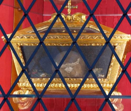 Cráneo del Santo venerado en Pisa (Italia).