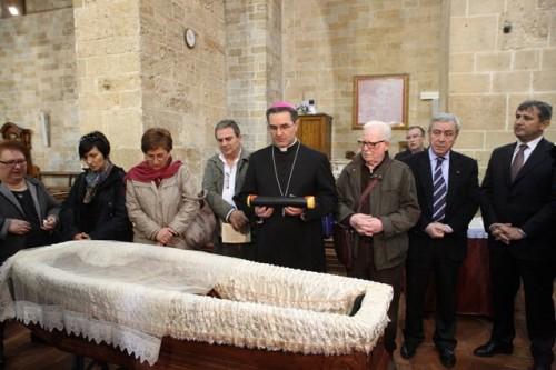 Exhumación previa a la beatificación.