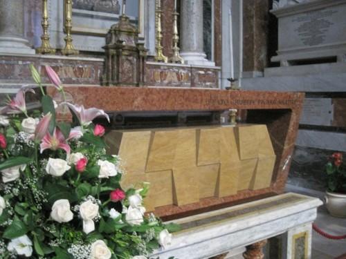 Sarcófago definitivo en la catedral de Palermo.
